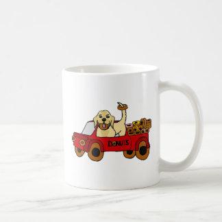ドーナツトラックのおもしろいで黄色いラブラドル・レトリーバー犬 コーヒーマグカップ