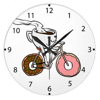 ドーナツ車輪が付いている自転車に乗るコップ ラージ壁時計