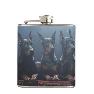 ドーベルマン犬のフラスコ フラスク