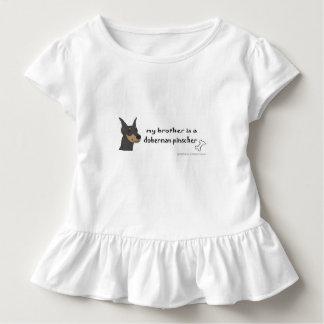ドーベルマン犬-多くは繁殖します トドラーTシャツ