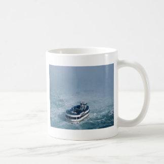 ナイアガラ・フォールズ、カナダの上の霧の終わりの女中 コーヒーマグカップ