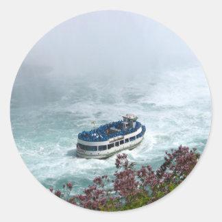 ナイアガラ・フォールズ、カナダの霧のボートの女中 ラウンドシール