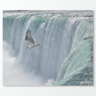 ナイアガラ・フォールズ、Ontに飛んでいる野生のミサゴ。 カナダ ラッピングペーパー
