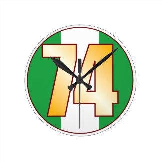 ナイジェリアの74金ゴールド ラウンド壁時計