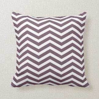 ナスの紫色のジグザグパターンの枕 クッション