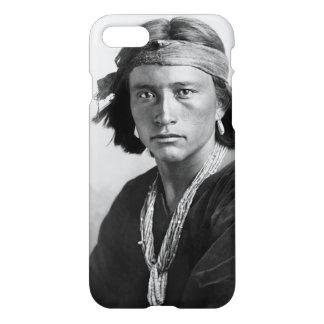 ナバホー人の男の子-カールE. Moon著歴史的な写真 iPhone 8/7 ケース