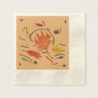 ナプキンの置かれる秋の渦巻く葉の本質 縁ありカクテルナプキン