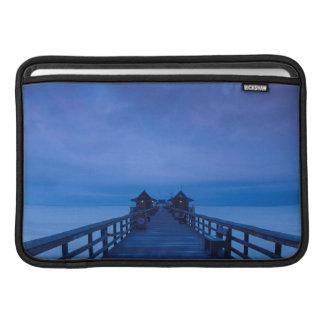ナポリ桟橋、夜明け MacBook スリーブ