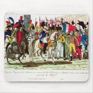 ナポレオンを絶賛しているパリの人々 マウスパッド