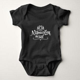 ナマステのおもしろいな引用文の赤ん坊のボディスーツ ベビーボディスーツ