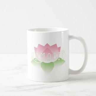 ナマステのピンクのはすヨガのマグ コーヒーマグカップ
