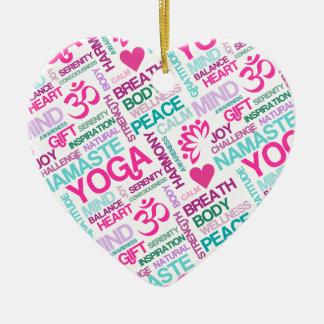 ナマステ、平和および調和のピンクのヨガパターン セラミックオーナメント