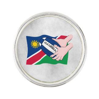 ナミビアの旗のラグビーのボールの漫画手 ラペルピン
