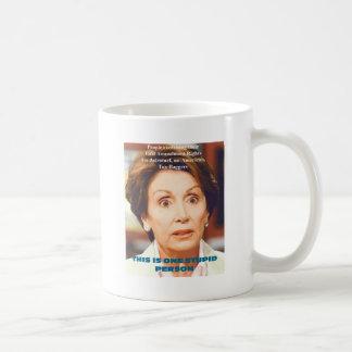 ナンシーPELOSI- 1の愚かな人 コーヒーマグカップ