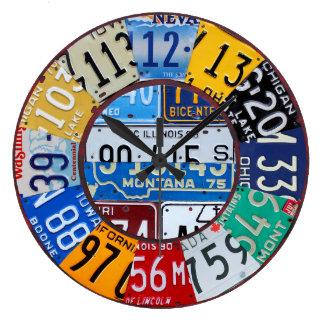 ナンバープレートの時計のヴィンテージ数車のラベルの芸術2 ラージ壁時計