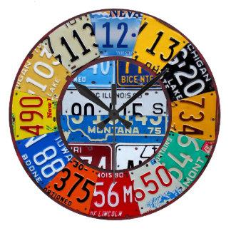 ナンバープレートの時計のヴィンテージ数車のラベルの芸術 ラージ壁時計
