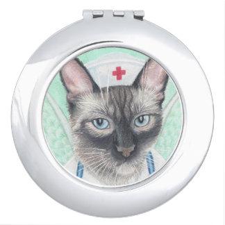 ナース猫のコンパクトの鏡