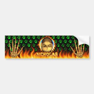 ニコラスのスカルの実質火および炎のバンパーステッカー バンパーステッカー