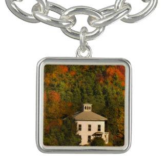ニューイングランドの秋の家およびキューポラのチャームブレスレット チャームブレスレット