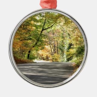ニューイングランドの背部道の秋 メタルオーナメント