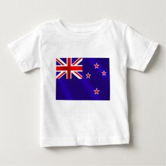 ニュージーランドのキーウィのギフトのニュージーランド人の旗 ベビーTシャツ