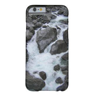 ニュージーランドの川 BARELY THERE iPhone 6 ケース
