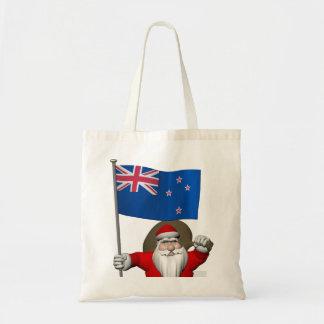ニュージーランドの旗を持つサンタクロース トートバッグ