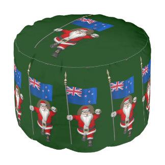 ニュージーランドの旗を持つサンタクロース プーフ