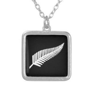 ニュージーランドの銀製シダの旗 シルバープレートネックレス