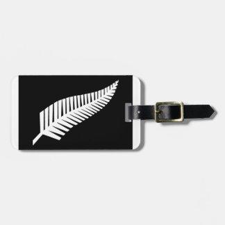 ニュージーランドの銀製シダの旗 ラゲッジタグ