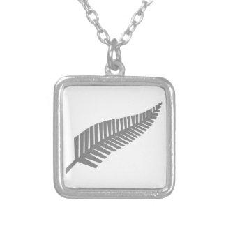 ニュージーランドの銀製シダ シルバープレートネックレス