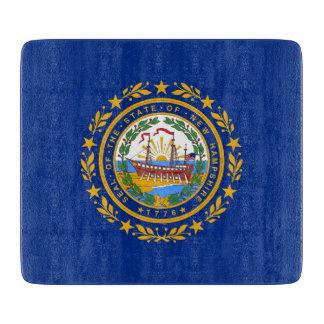 ニューハンプシャーの旗を持つ小さいガラスまな板 カッティングボード