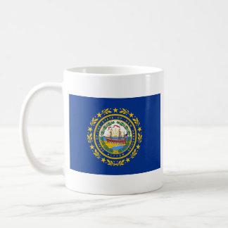 ニューハンプシャーの旗 + 地図のマグ コーヒーマグカップ