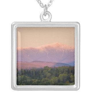 ニューハンプシャーの薄暗がりおよび山ワシントン州 シルバープレートネックレス