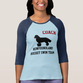 ニューファウンドランドのバケツの水泳チームワイシャツ(黒) Tシャツ