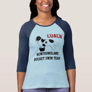 ニューファウンドランドのバケツの水泳チームワイシャツ(landseer) tシャツ