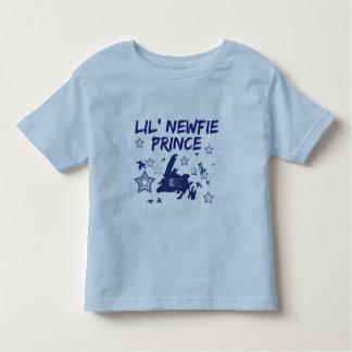 ニューファウンドランドニューファウンドランドのティーのLil Newfieの王子 トドラーTシャツ