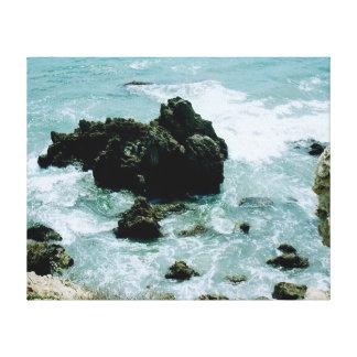 ニューポートビーチカリフォルニアの岩が多い海岸線の太平洋の芸術 キャンバスプリント
