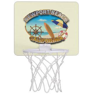 ニューポートビーチ、カリフォルニア ミニバスケットボールゴール