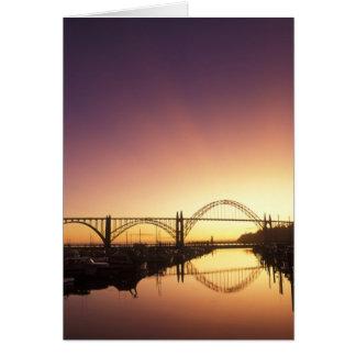 ニューポート橋の後ろの日曜日の設定、オレゴン カード