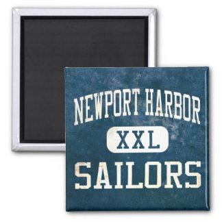 ニューポート港の船員の運動競技 マグネット
