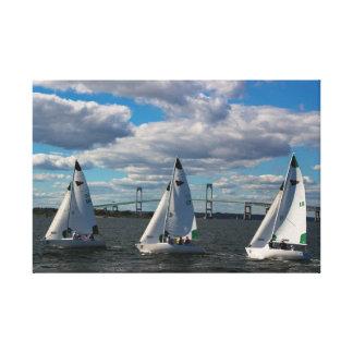 ニューポート、RIのニューヨークのヨットクラブの航行 キャンバスプリント