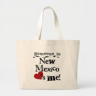 ニューメキシコの誰かは私を愛します ラージトートバッグ