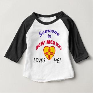 ニューメキシコは私をハートの旗愛します ベビーTシャツ