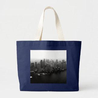ニューヨークのスカイライン ラージトートバッグ