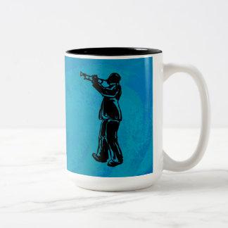 ニューヨークのブギウギ夜トランペットの青 ツートーンマグカップ