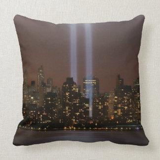 ニューヨークのライトの世界貿易センター捧げ物。 クッション