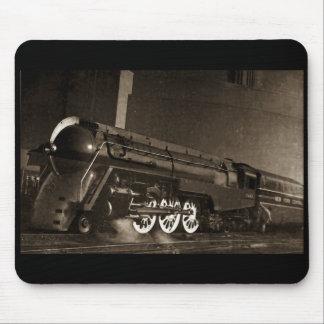 ニューヨークの中央ヴィンテージのアール・デコの列車 マウスパッド