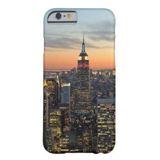 ニューヨークの夜明けのスカイライン BARELY THERE iPhone 6 ケース