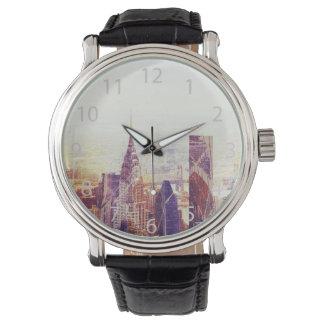 ニューヨークの超高層ビルのスカイライン 腕時計